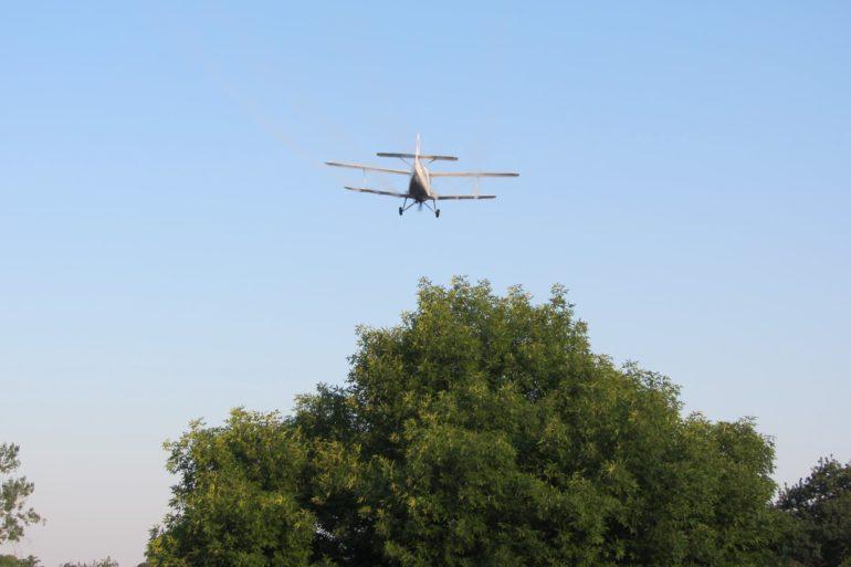 Dezinsecția aeriană pe domeniul public continuă în acest week-end